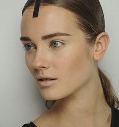 Defined brows, with short hairs. Use a brow mouse land a brush to create crisp lines.